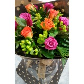 12 stems of beautiful mix coloured roses